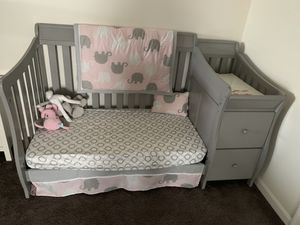 Convertible baby crib for Sale in Prince Frederick, MD