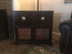 Entry table and Zenith 1950 radio and phonograph combination for Sale in Phoenix, AZ