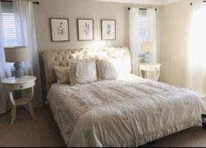 King bed frame for Sale in Lake Stevens, WA