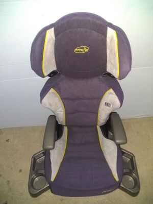 Booster seat for ages 3 and up for Sale in San Antonio, TX