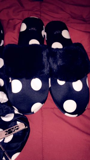 Brand New VS Slippers for Sale in Mason City, IA