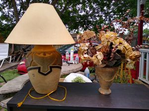 Lamp and fake plant for Sale in Del Valle, TX