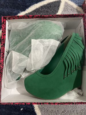 Green Fringe Wedges (6) for Sale in Fort Myers, FL