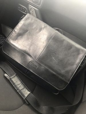 Kenneth Cole Leather Messenger Bag for Sale in Apache Junction, AZ