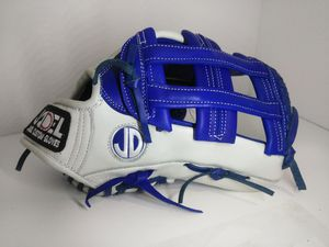 Softball gloves for Sale in Los Angeles, CA
