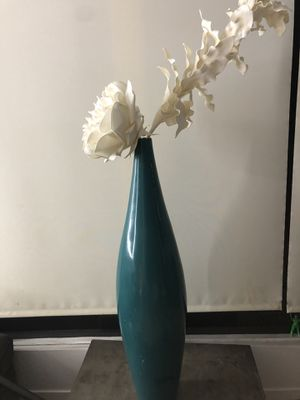 Z Gallery large Vase with White paper flowers for Sale in Los Angeles, CA