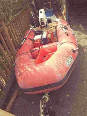9' inflatable boat with motor for Sale in Stamford, CT
