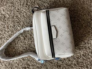 LV messenger bag for Sale in Houston, TX