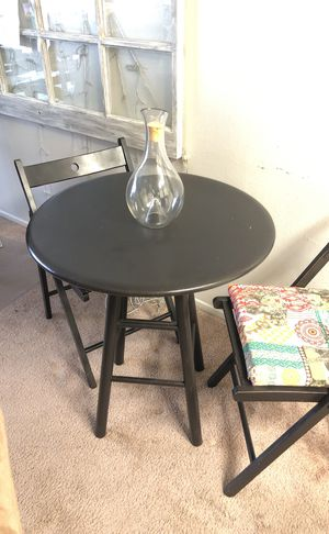 Small breakfast table with 2 chairs for Sale in San Diego, CA