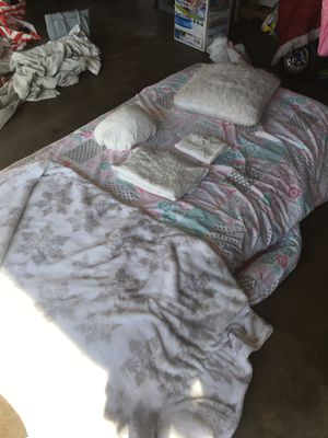 Lightly used twin bedding set from guest room for Sale in Hawthorne, CA