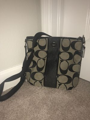 WOMENS BLACK COACH SIDE PURSE/ MESSENGER BAG for Sale in Wimauma, FL