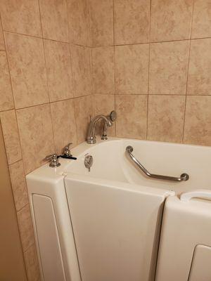 Bathtub for Sale in San Diego, CA