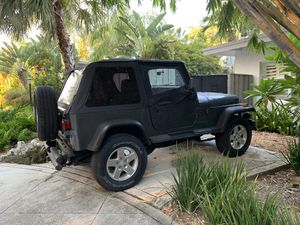 Jeep Wrangler 4x4 automatic 6 cyl for Sale in Miami, FL