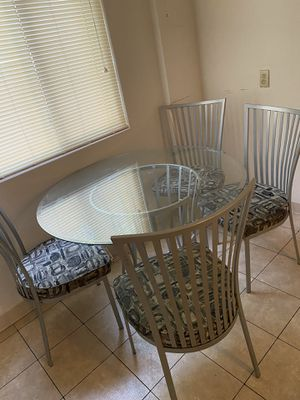 Kitchen glass table for Sale in Maple Heights, OH