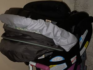 Graco car seat with two one click bases for Sale in Hillsboro, OR