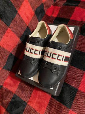 Kids Gucci Strip Leather Sneaker size 32 for Sale in Alta Loma, CA