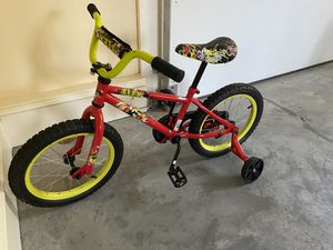 """16"""" boys bike with training wheels for Sale in Raleigh, NC"""