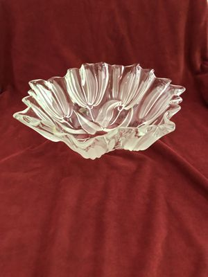 "Mikasa crystal satin tulip bowl, 12"" diameter, 5"" deep for Sale in Bristow, VA"