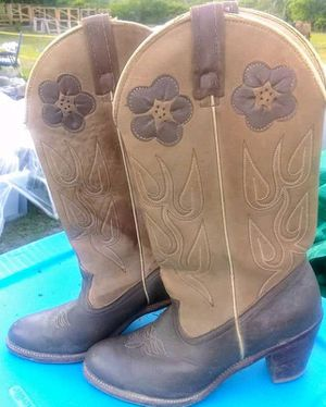 Cowgirl boots and heels for Sale in Lake Wales, FL