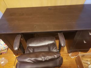 computer desk and chair for Sale in Fort Wayne, IN