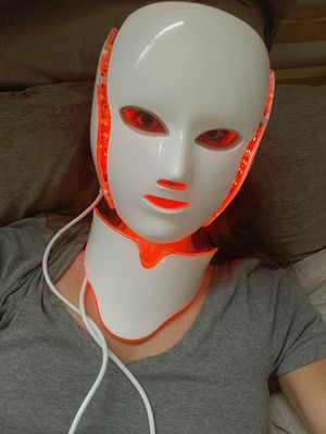LED face/neck mask 7 colors for Sale in Imperial Beach, CA