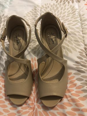 Tan high heels size 10 for Sale in Benson, NC