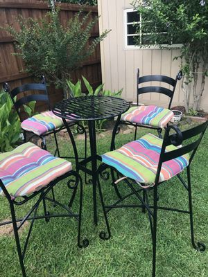 Beautiful 5 piece metal outdoor table for Sale in Mesquite, TX