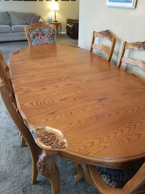 Solid Oak Table. Need to sell. for Sale in Everett, WA