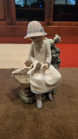 Nao by Lladro Figurine for Sale in Glen Ellyn, IL