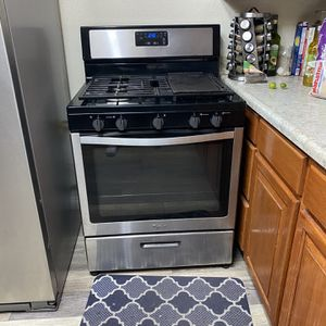 Whirlpool Stove Black And Stainless for Sale in Bakersfield, CA