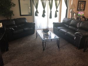 Black leather couch for Sale in Nashville, TN