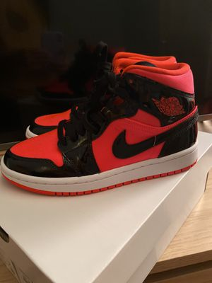 Nike Women's Air Jordan 1 Mid SIZE 6 for Sale in Chicago, IL