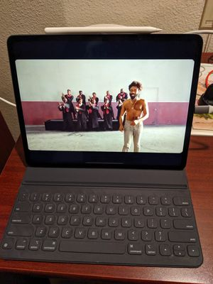 iPad pro 12.9 inch display with apple pencil 2nd gen , apple keyboard folio/case and charger 64 gb for Sale in San Antonio, TX