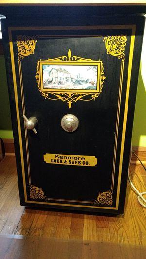 Kenmore Safe Mini Bar Fridge for Sale in Clarksburg, MD