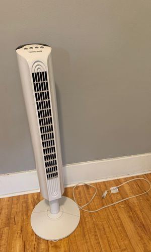 White Honeywell tower fan, 38 in tall for Sale in Los Angeles, CA