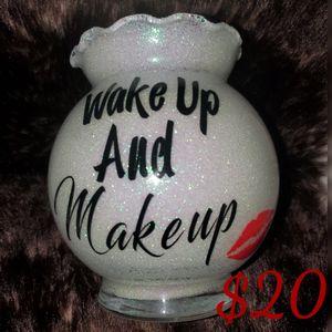 Large Makeup brush holder for Sale in North Las Vegas, NV