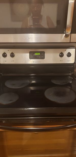 Frigidaire electric range and over the range microwave for Sale in St. Louis, MO