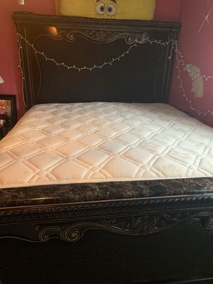 King size bed , with mattress and frame for Sale in Clayton, NC