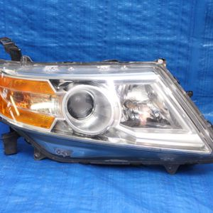 2011-2017 Honda Odyssey Right Headlight hid Xenon Complete for Sale in Hollywood, FL