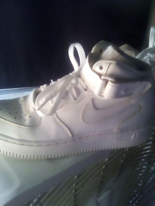 White Nike jordans