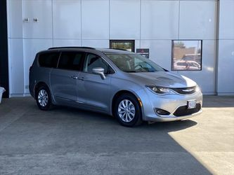 2017 Chrysler Pacifica for Sale in Milwaukie,  OR