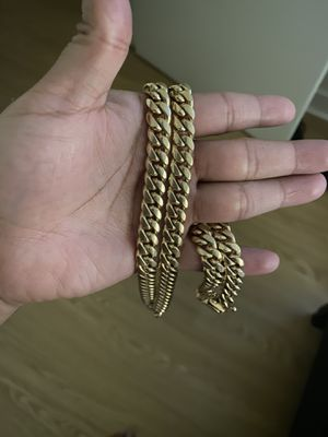 Miami cuban chain 14k solid gold for Sale in The Bronx, NY