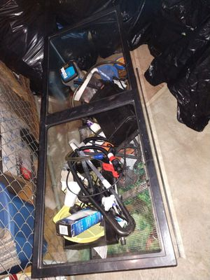 Fish tank roughly 4 ft by 1.5 ft for Sale in Warren, MI