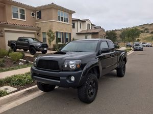2007 Toyota Tacoma prerunner access cab customized and lifted for Sale in San Diego, CA