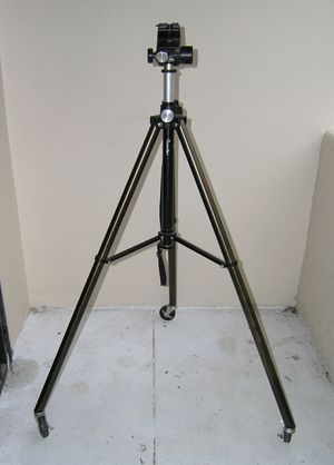 QuickSet large rolling tripod with fluid articulating head for Sale in Los Angeles, CA