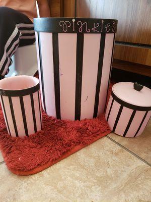 Bathroom set for Sale in Saint Robert, MO