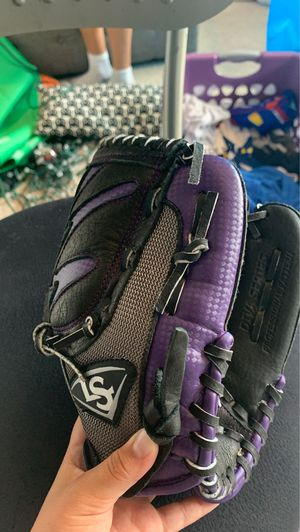 Louisville slugger purple kids baseball glove for Sale in Valrico, FL