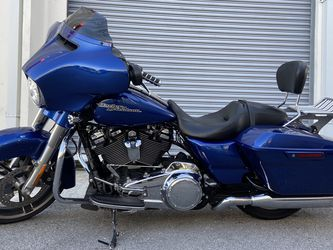 2017 Harley Davidson Steeer Glide for Sale in Miami,  FL