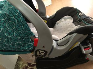 Baby trend car seat with base for Sale in Honolulu, HI