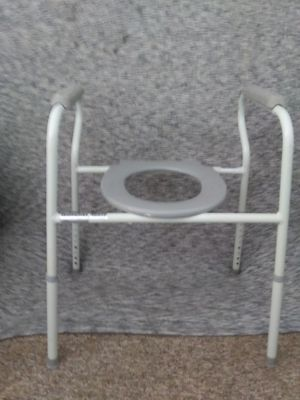 LUMEX 7103A-4, 3-IN-1 STEEL COMMODE for Sale in Mesa, AZ